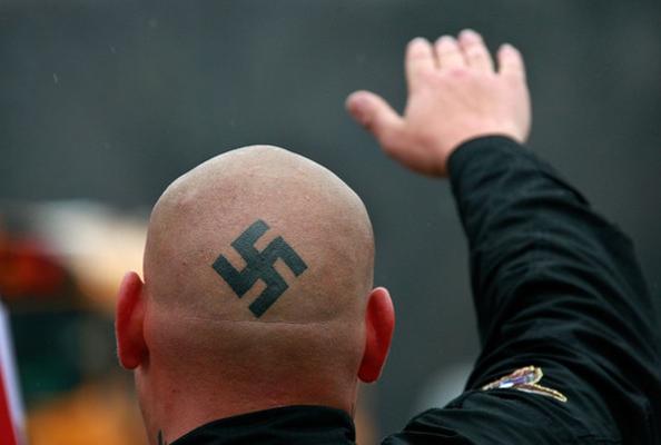Los neonazis y los límites delpluralismo